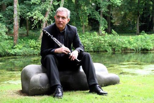 Arjan Eek speelt klarinet tijdens najaarsconcert HanzeOrkest in Zwolle