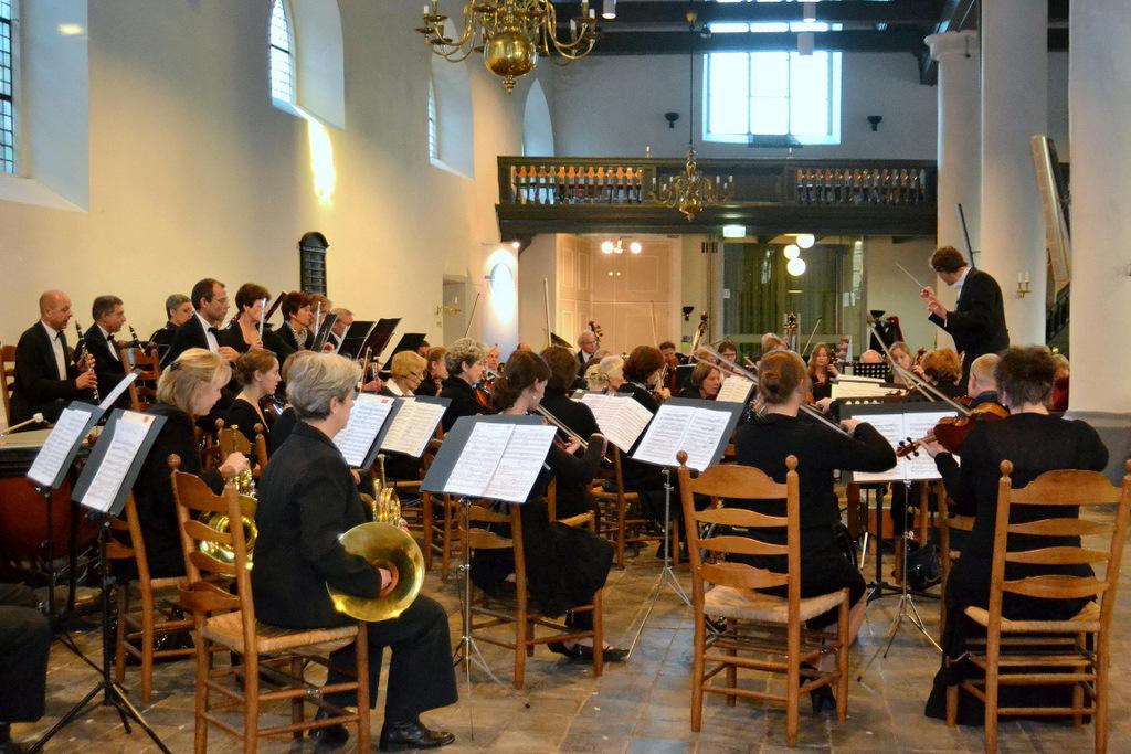 Arjan Eek speelt klarinet in HanzeOrkest